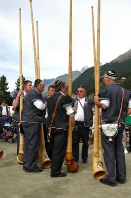 スイス 楽器 アルペンホルン 演奏
